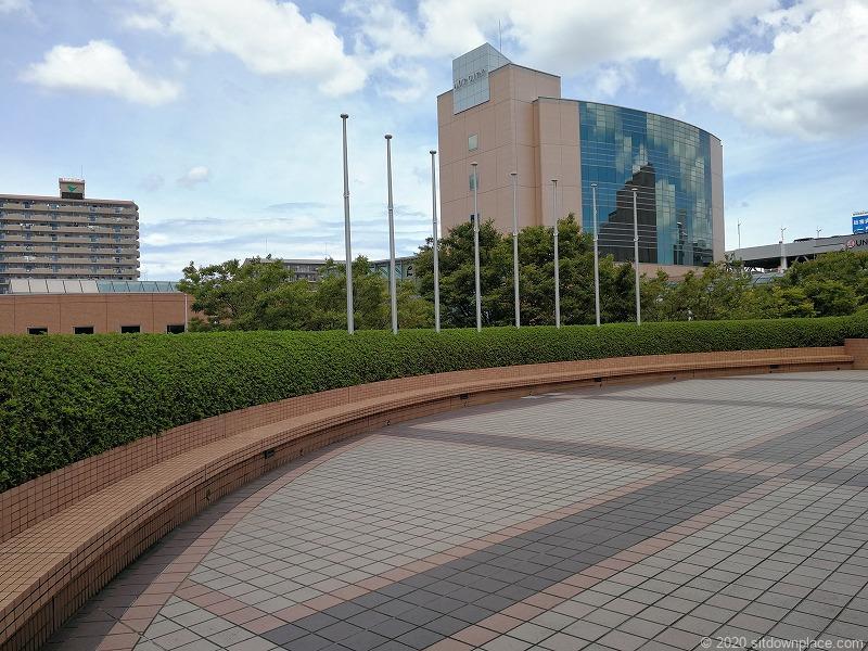 浜松駅アクトシティ 動く歩道橋横の休憩場所