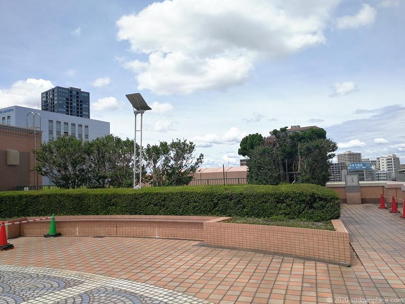 浜松駅アクトの森 アクトタワー前の休憩場所