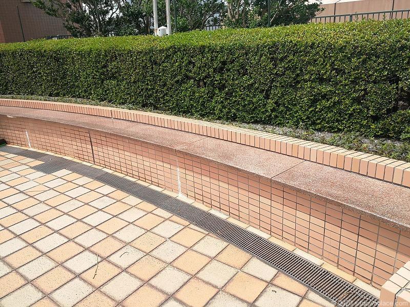 浜松駅アクトの森 アクトタワー前のベンチ