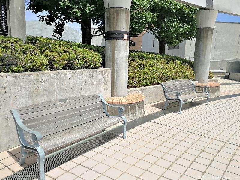 浜松駅アクトの森 音楽広場のベンチ