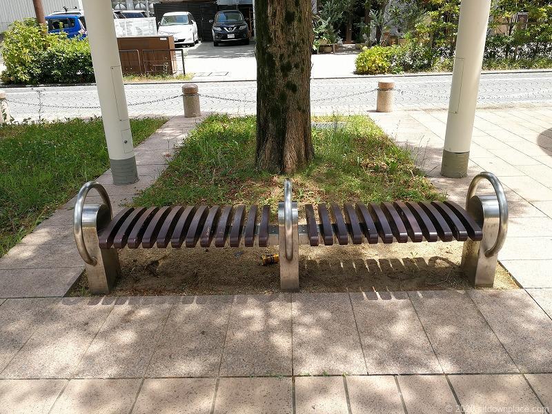 浜松駅アクト通りのベンチ1