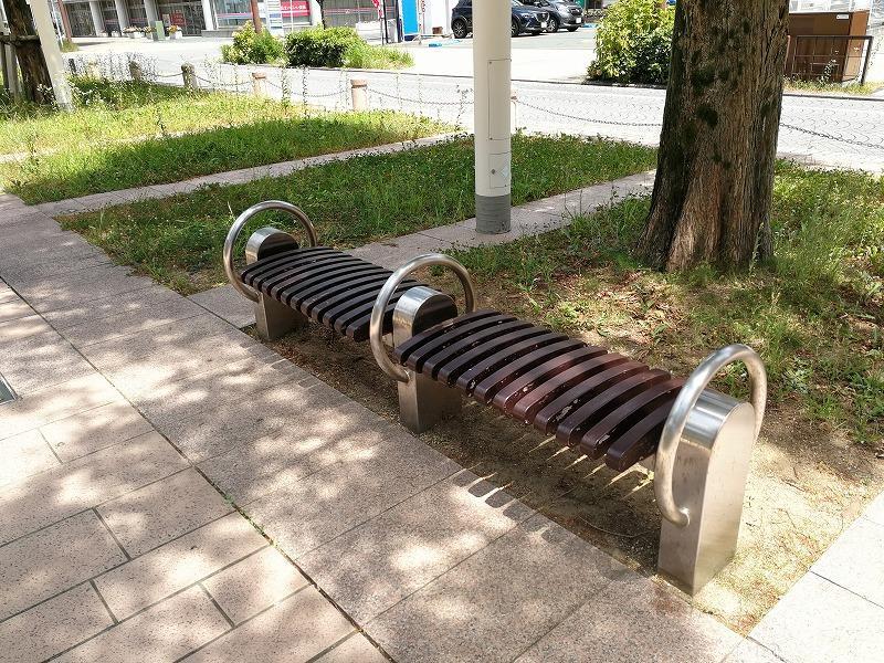 浜松駅アクト通りのベンチ2