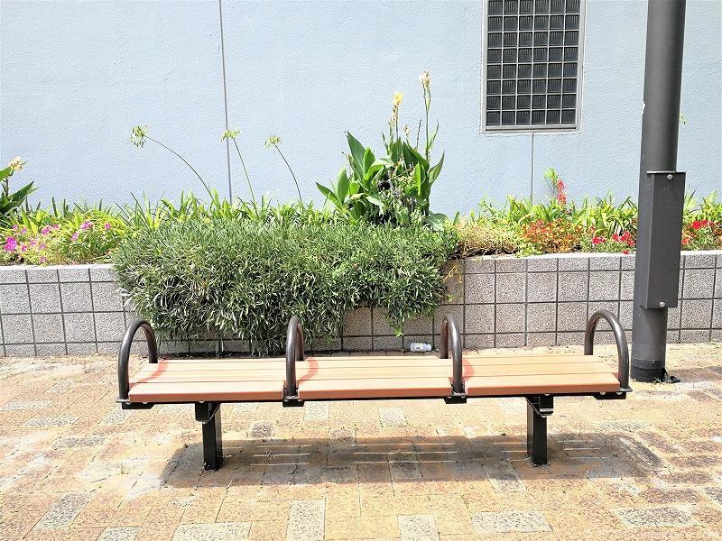 浜松駅旭町ポケットパークのベンチ