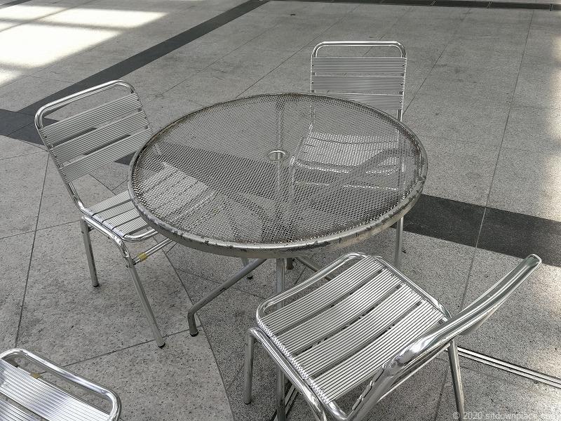 浜松駅ギャラリーモールソラモのイスとテーブル