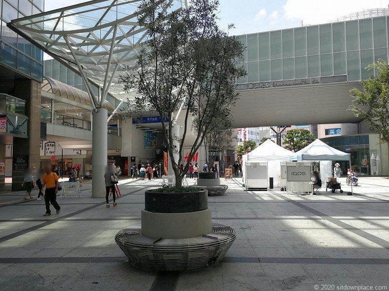 浜松駅ギャラリーモールソラモの円形ベンチの休憩場所