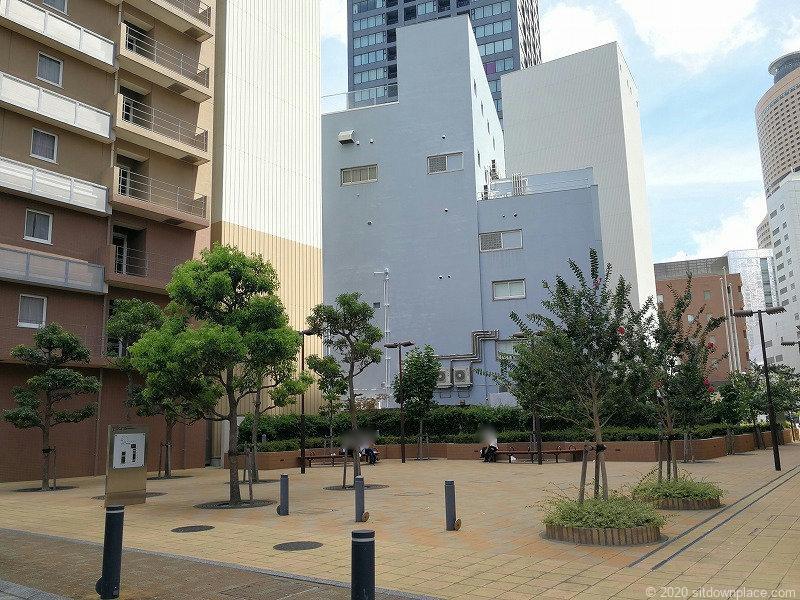 浜松駅東横イン横 D's Tower公開空地の外観