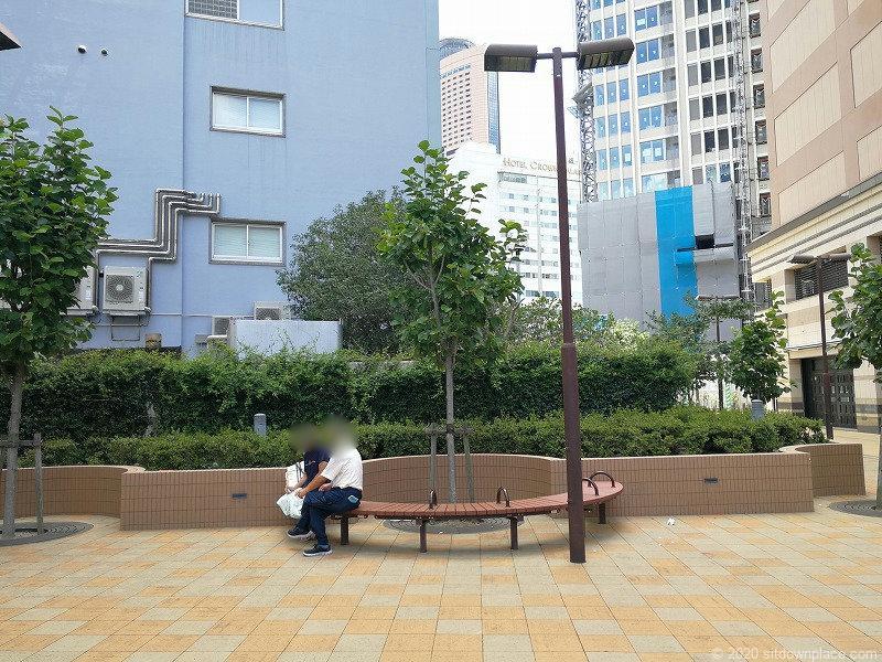 浜松駅東横イン横 D's Tower公開空地の休憩場所