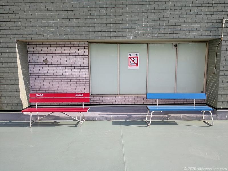 栄駅三越8Fオリエンタルビル屋上広場のベンチ