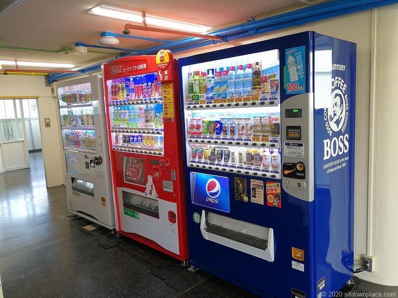 栄駅三越8Fオリエンタルビル屋上の自動販売機コーナー