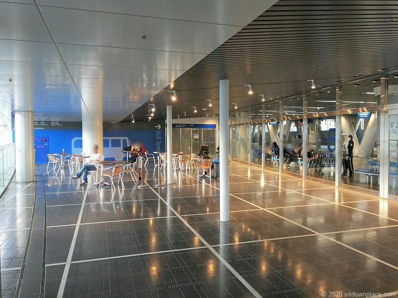 栄駅オアシス21 バスターミナル前の外観