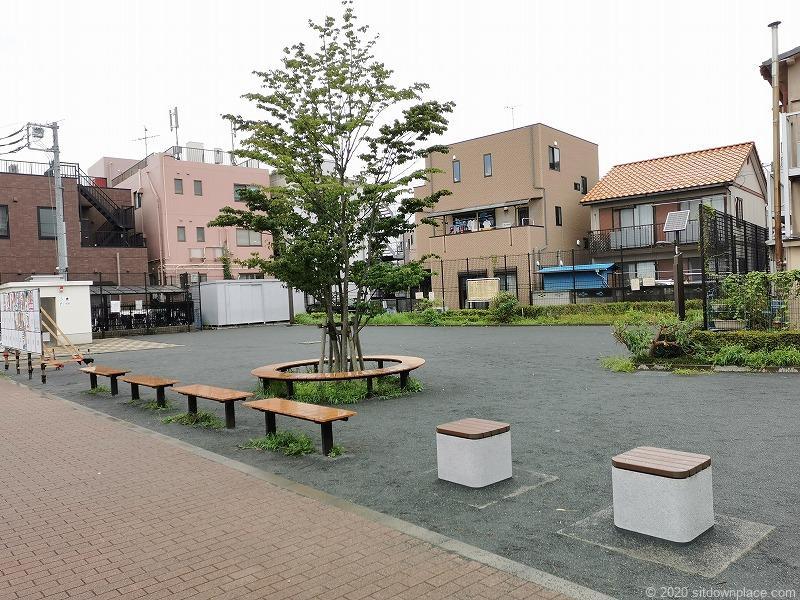 多磨霊園駅清水が丘東公園のベンチその1