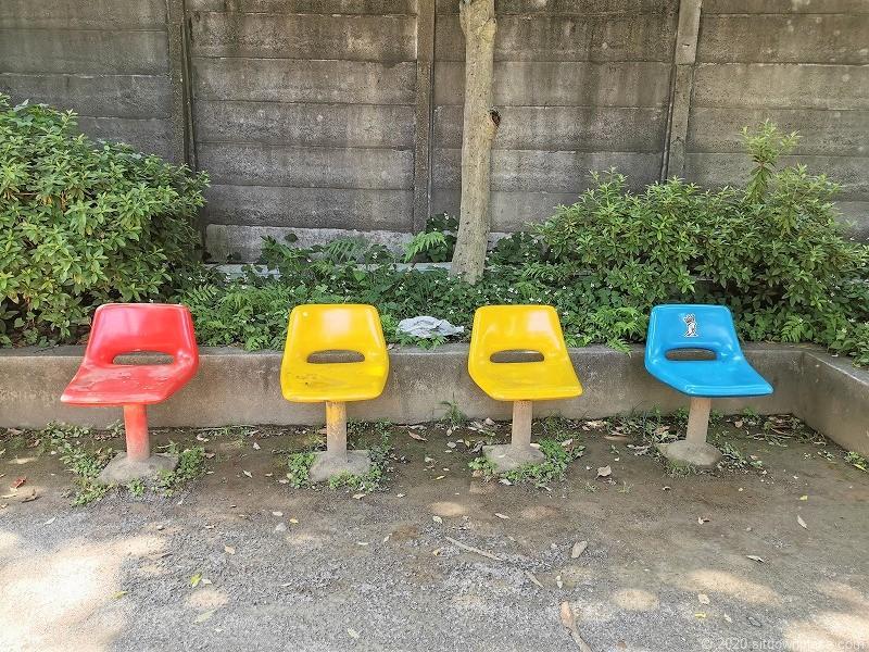 湯島駅切通公園のベンチ