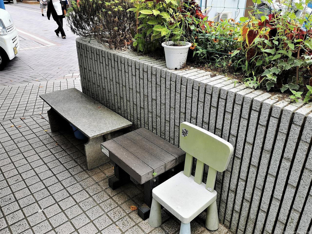 武蔵小杉駅 今市橋にかっぱ君前のチェア