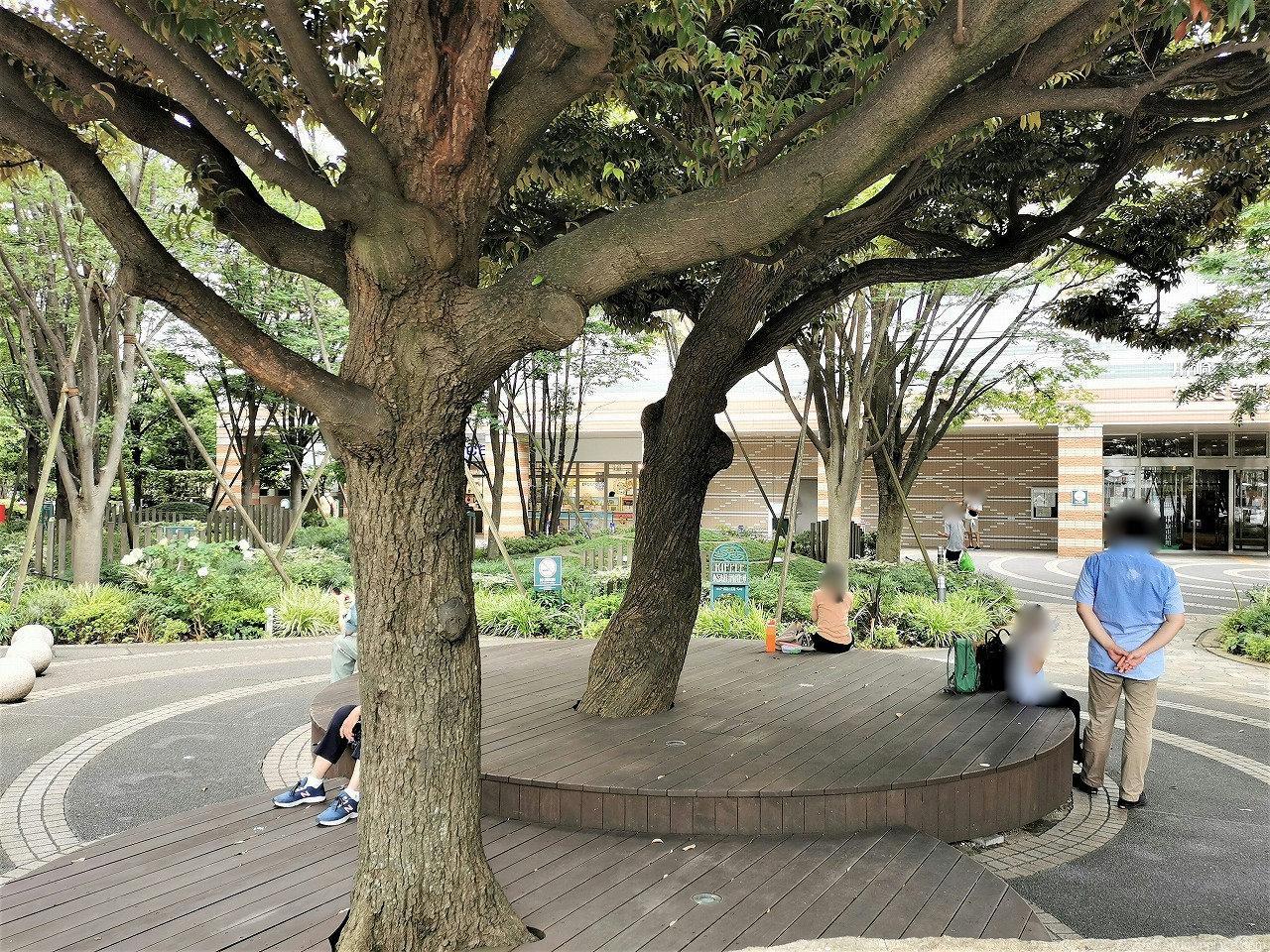 武蔵小杉 ミッドスカイタワー 波紋の広場の休憩場所
