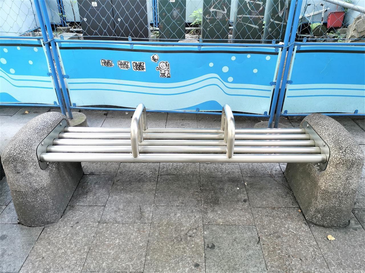 武蔵小杉駅 北口喫煙所前のベンチ