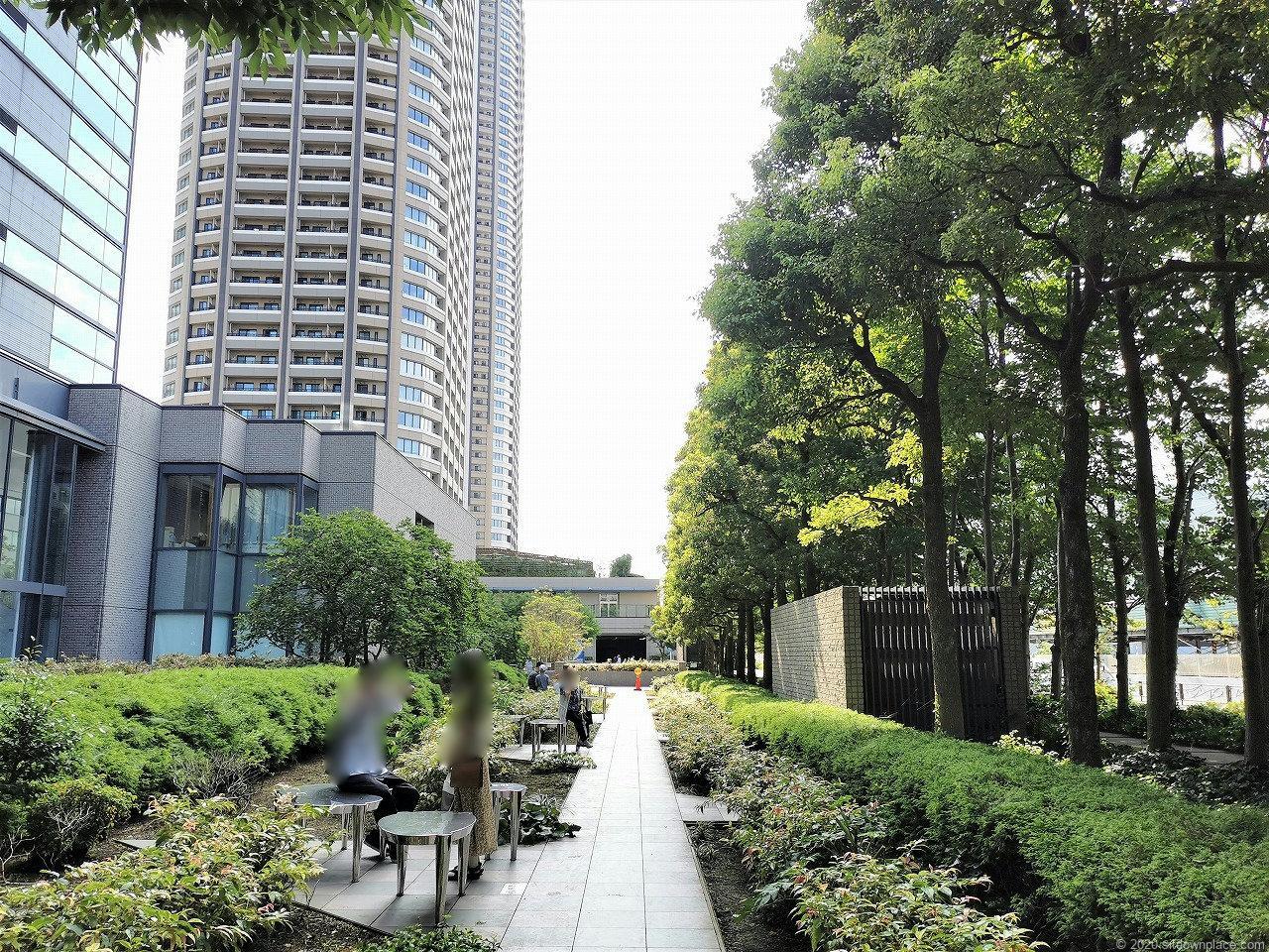 武蔵小杉駅 タワープレイス公開空地の外観1