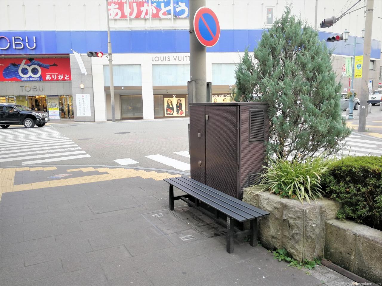 東武宇都宮駅 東武馬車道通りのベンチ