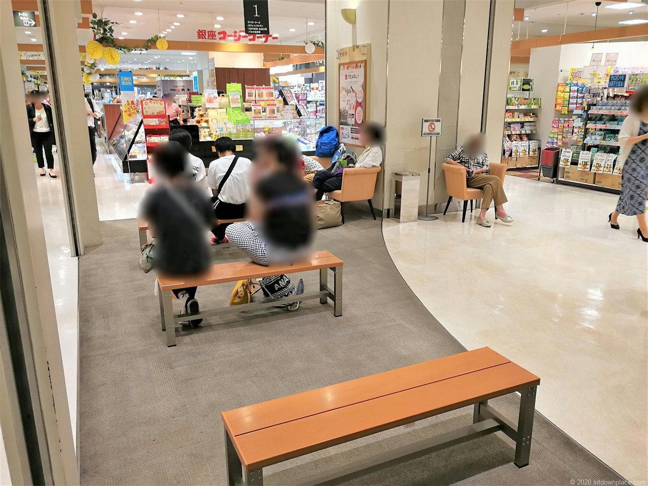 宇都宮駅パセオ1F エスカレーター付近の休憩場所2