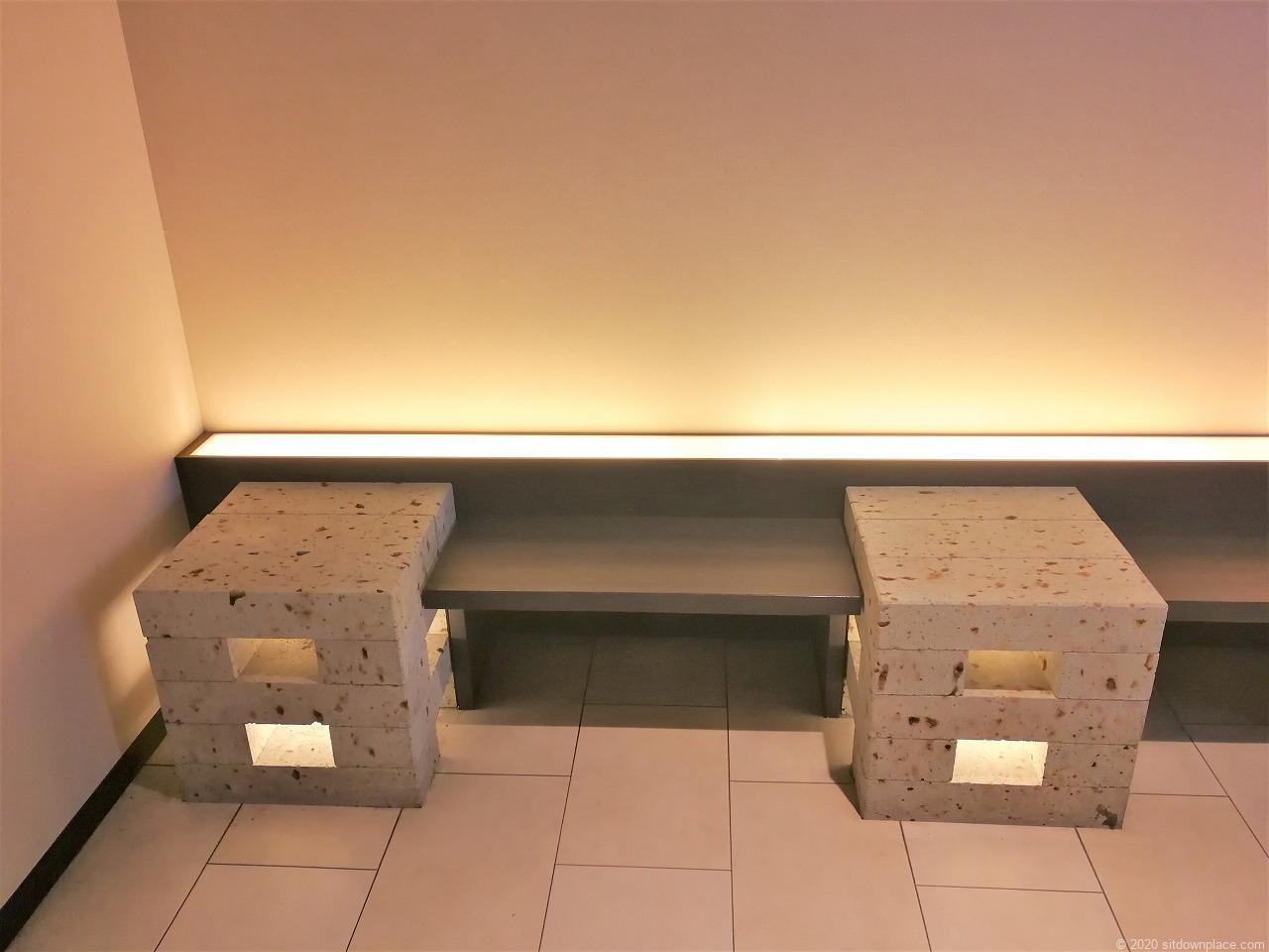 宇都宮駅パセオ3Fエレベーター前の休憩場所のベンチ