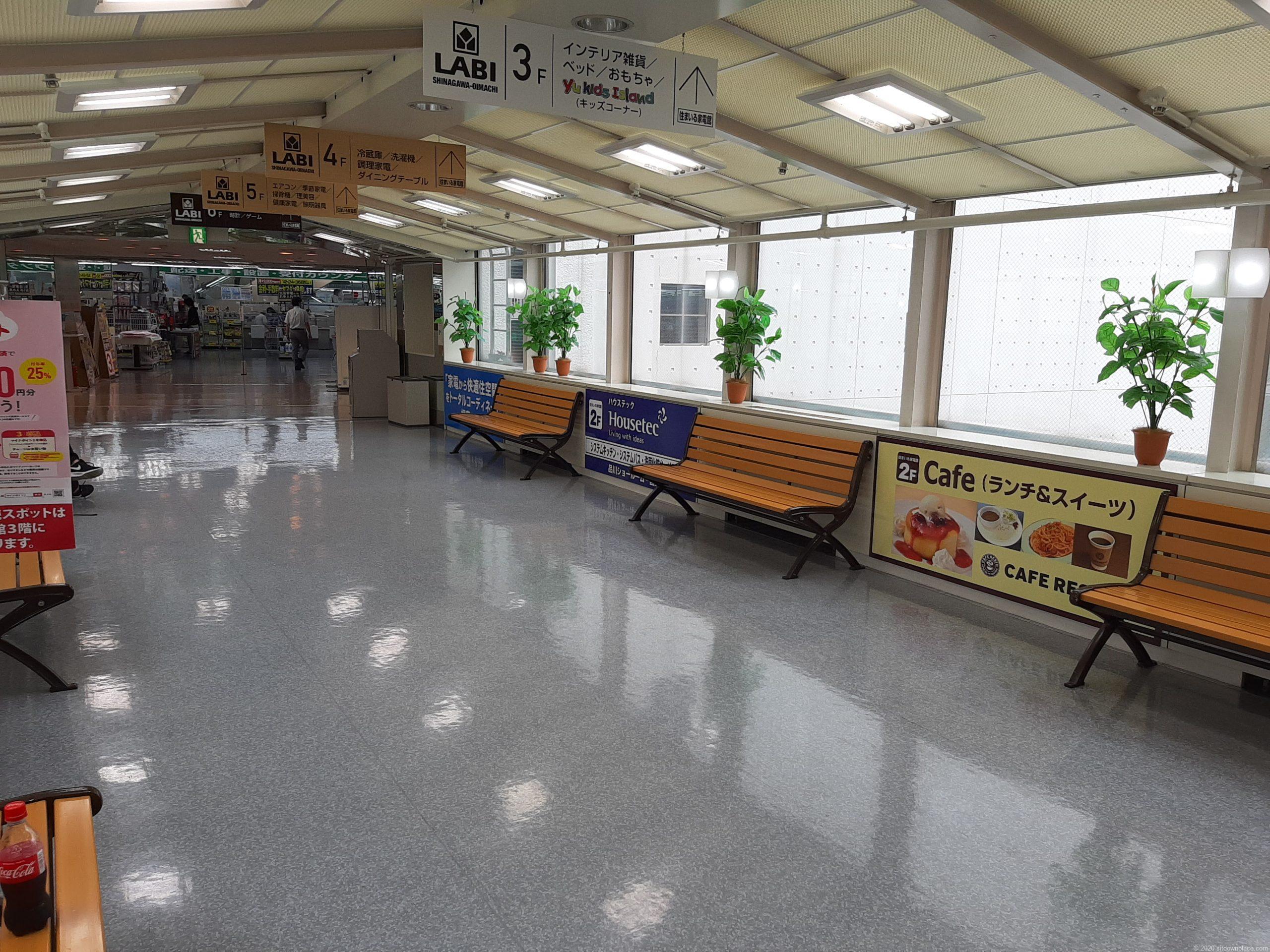 大井町ヤマダ電機のベンチ