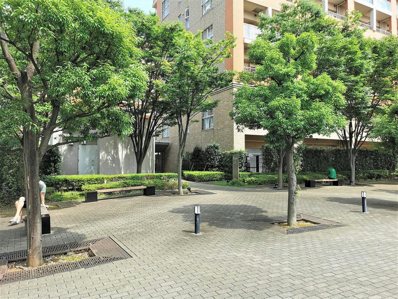武蔵小杉駅 R-Styles公開空地の休憩場所1