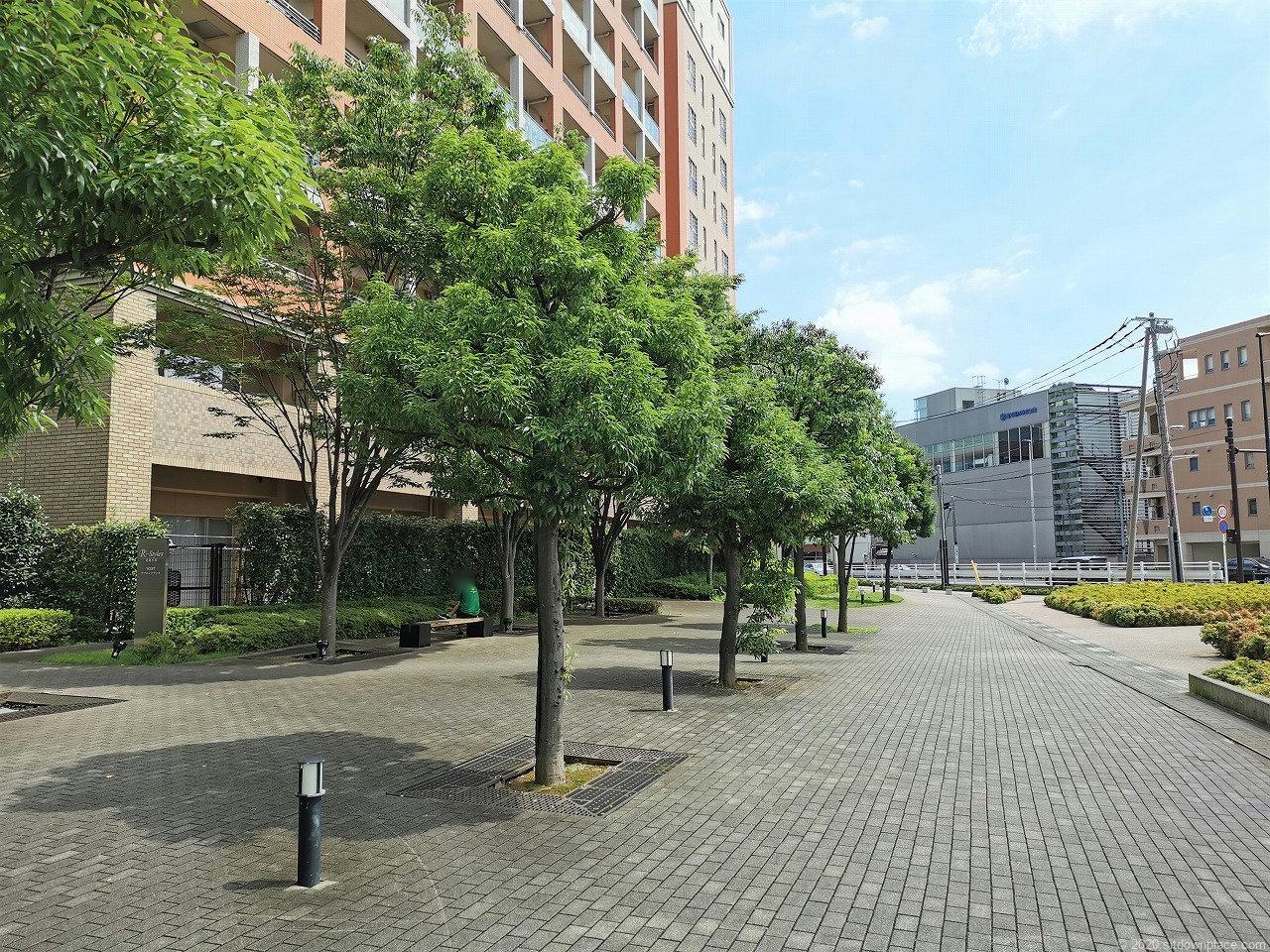 武蔵小杉駅 R-Styles公開空地の休憩場所2