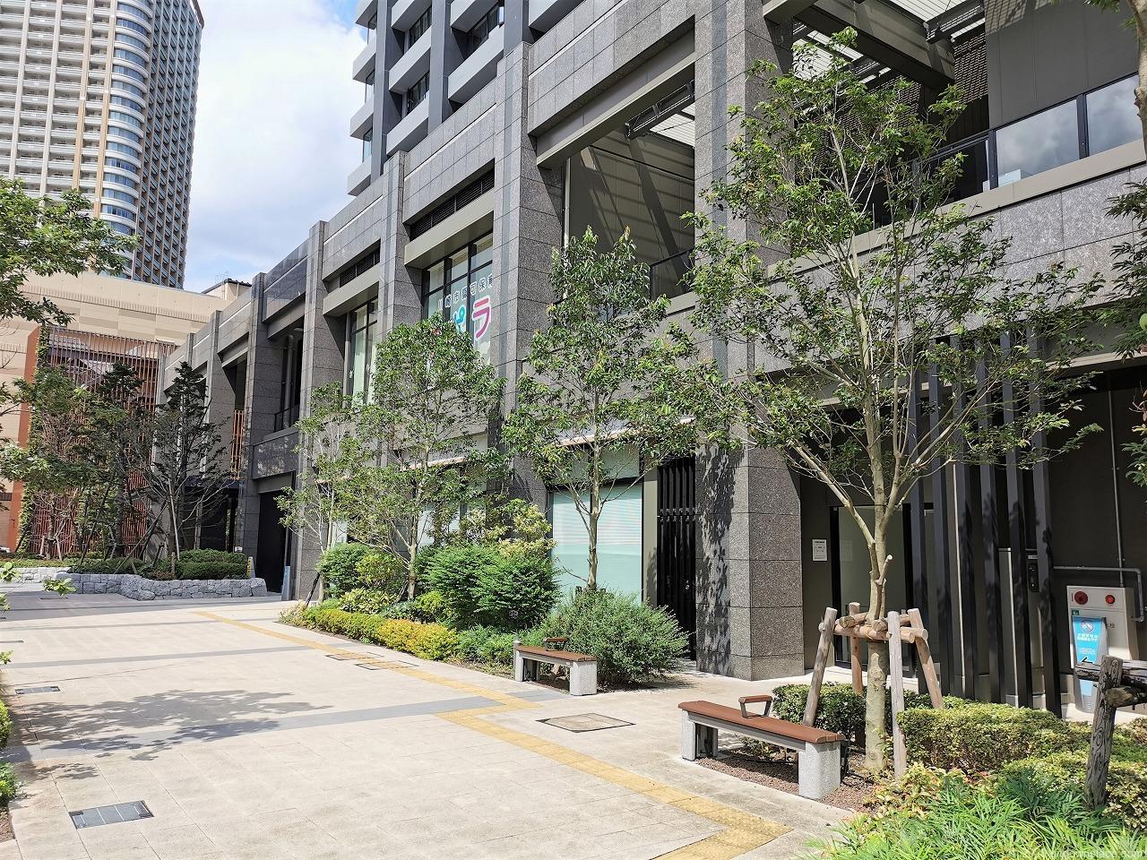 武蔵小杉駅 シティタワー公開空地の外観
