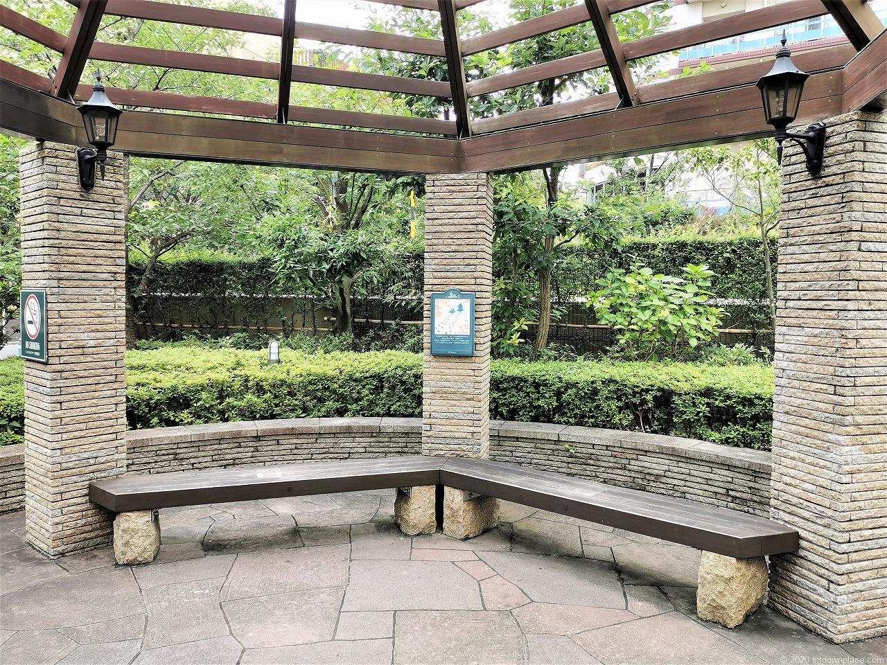 武蔵小杉駅 ふれあいの丘の休憩場所のベンチ1