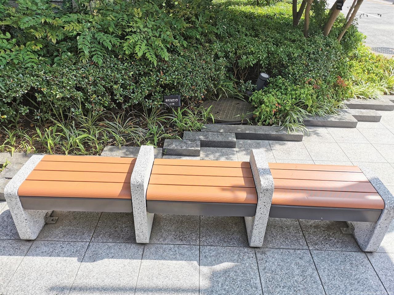 武蔵小杉駅 プラウドタワー前のベンチ
