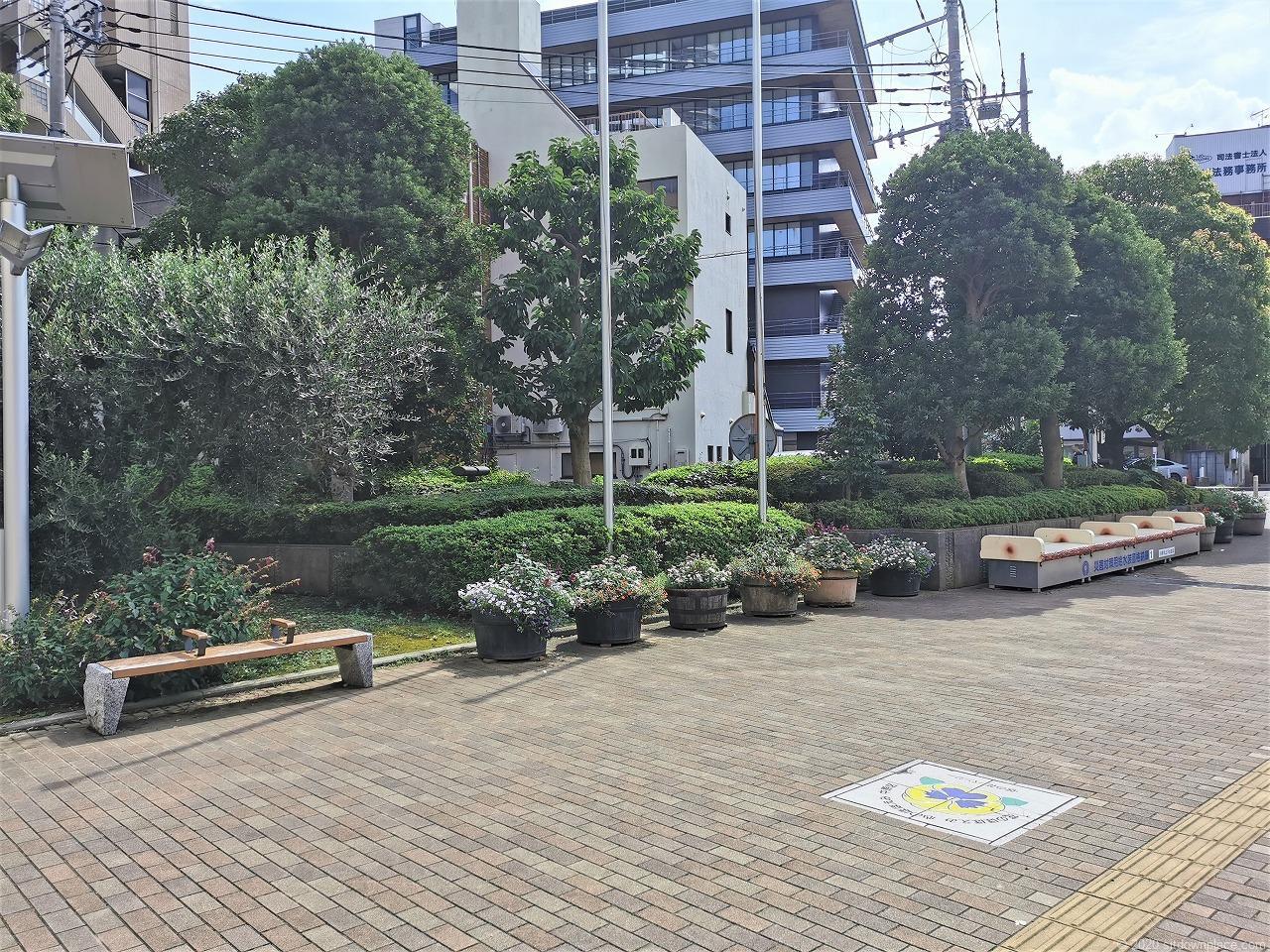 武蔵小杉駅 中原区役所前の休憩場所