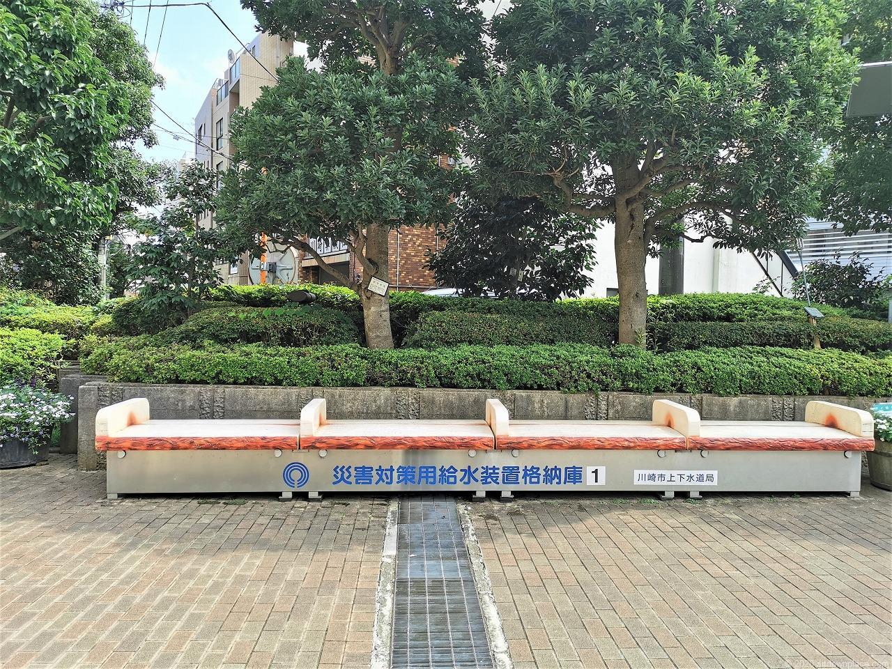 武蔵小杉駅 中原区役所前の休憩場所のベンチ