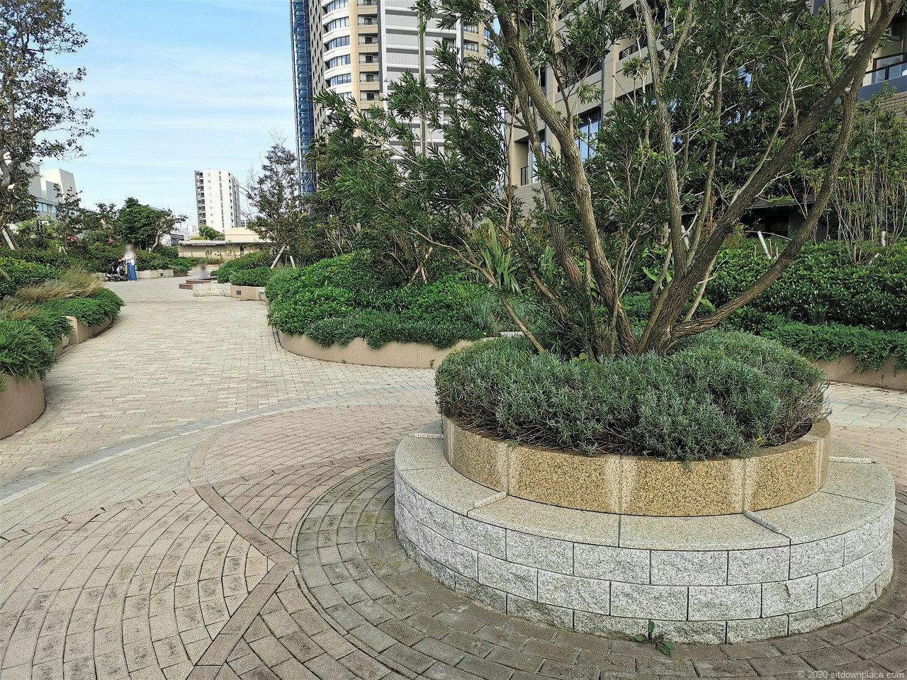 武蔵小杉駅 パークシティ ザ・ガーデン 屋上広場の休憩場所1