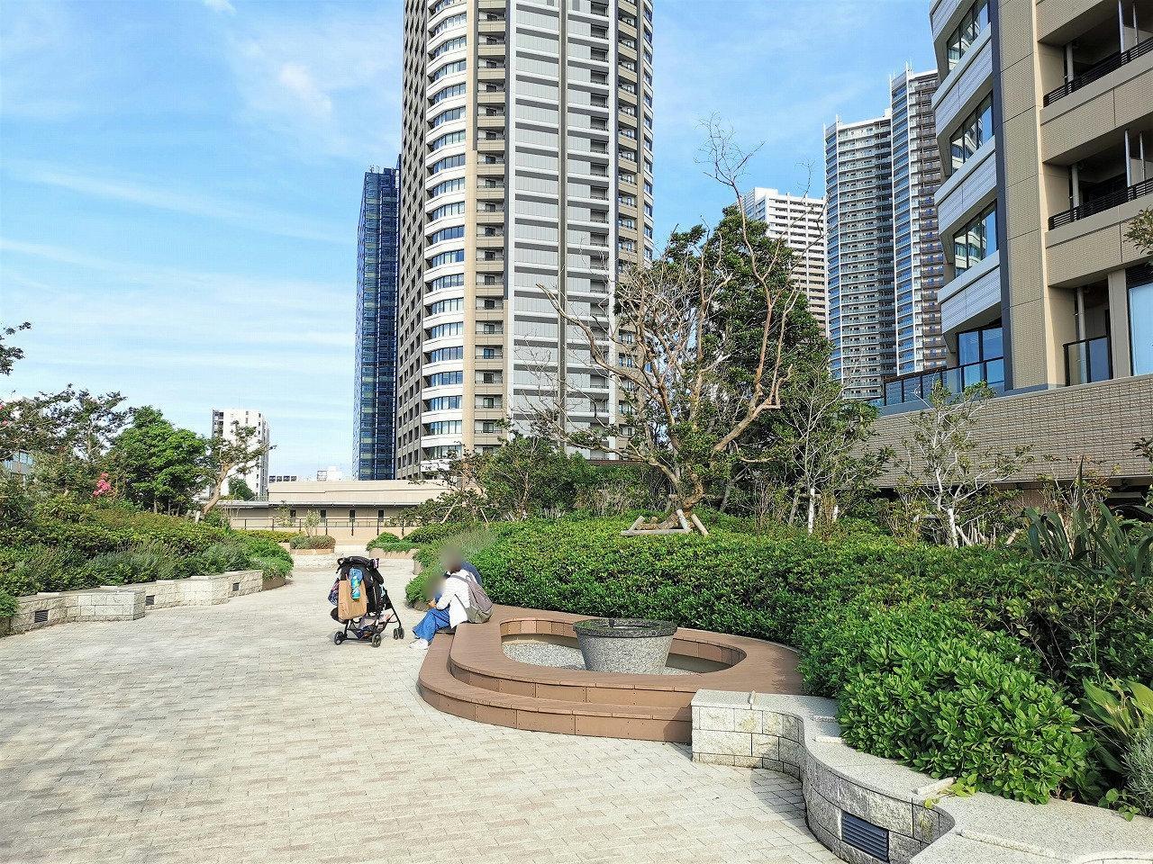 武蔵小杉駅 パークシティ ザ・ガーデン 屋上広場の休憩場所2