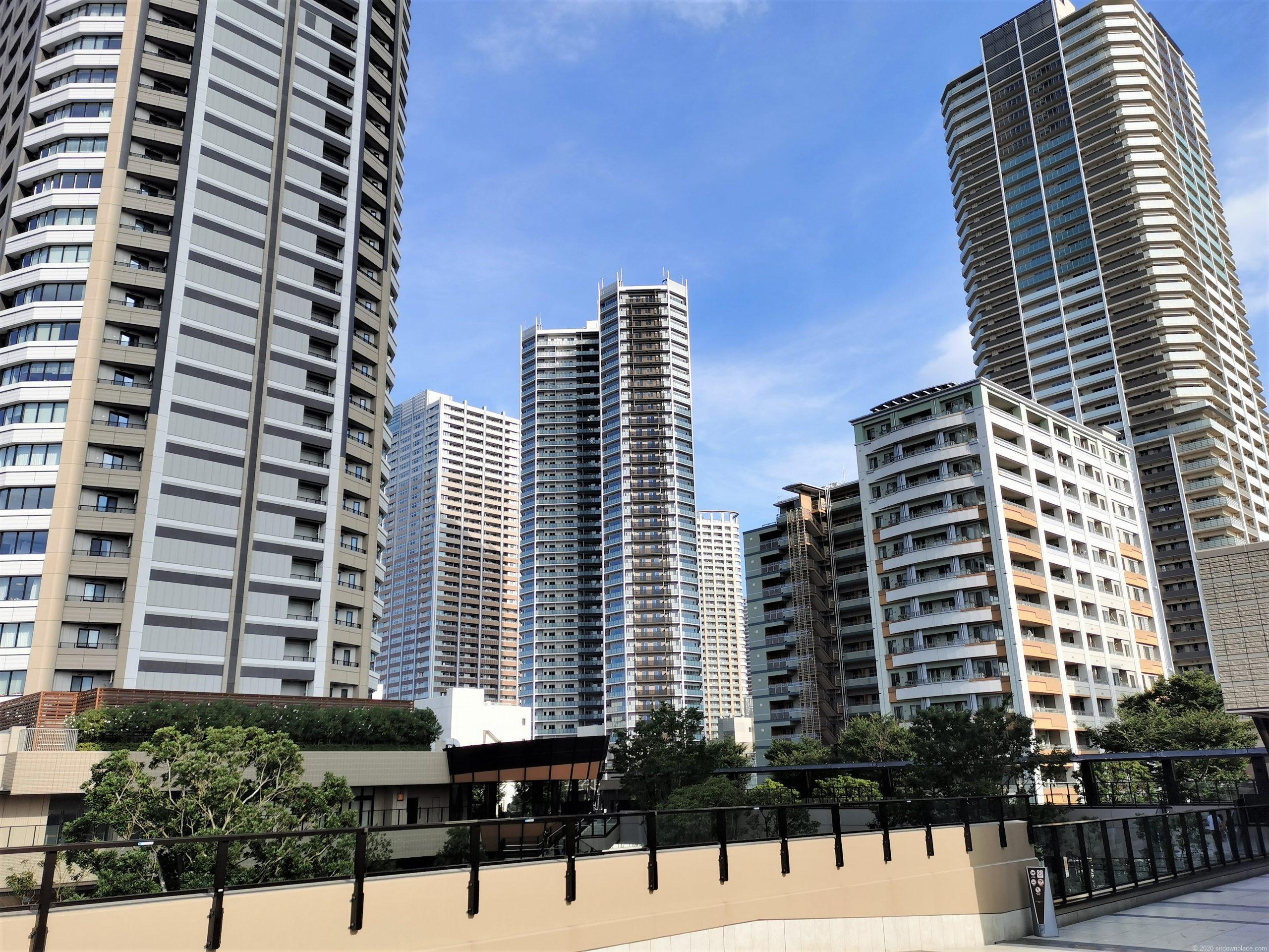 武蔵小杉駅 パークシティ ザ・ガーデン 屋上広場から見えるビルの景色