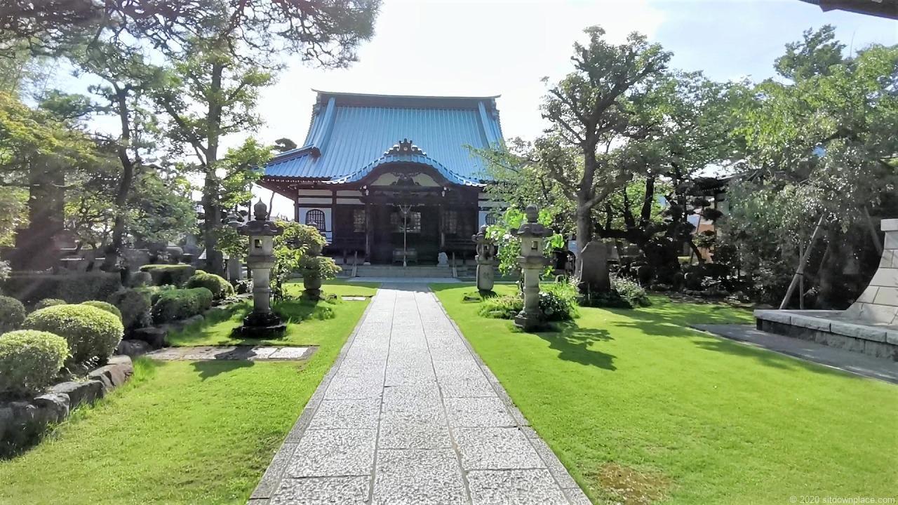 武蔵小杉駅 西明寺 鏡の池前の外観