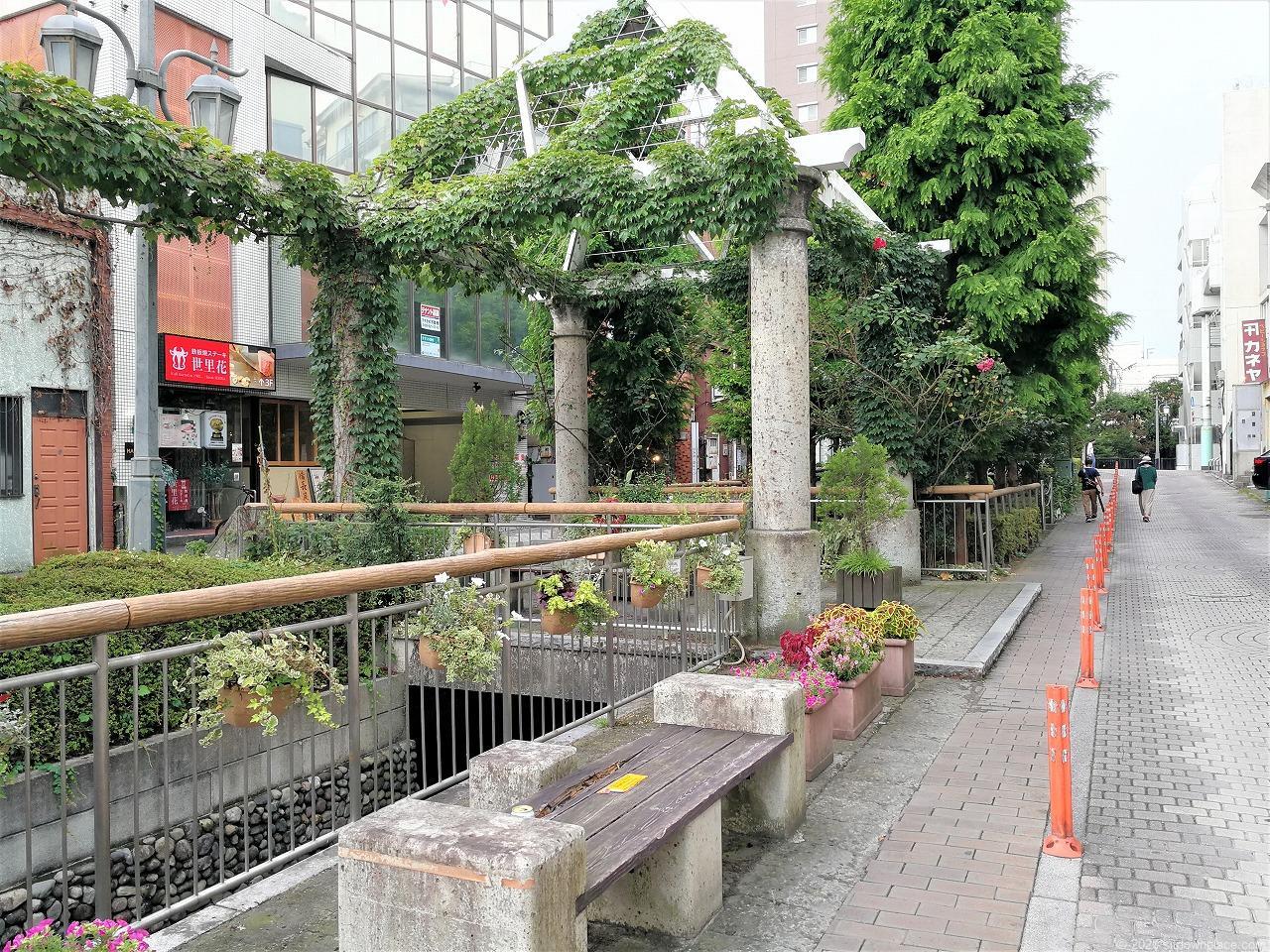 東武宇都宮駅 釜川プロムナード ロマンチックドームの休憩場所2
