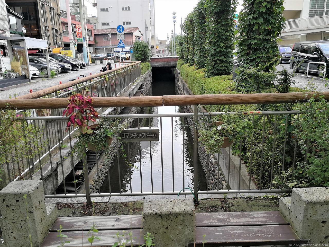 東武宇都宮駅 釜川プロムナード ロマンチックドームの休憩場所3