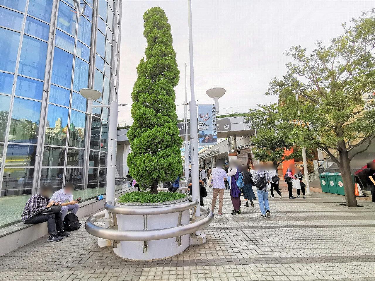水道橋駅 東京ドームシティホール前の休憩場所