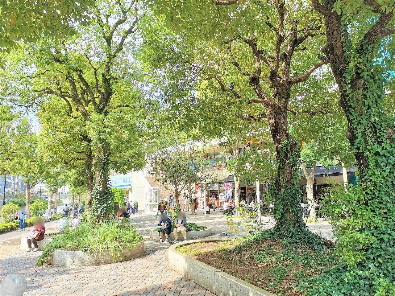 水道橋駅 東京ドームシティ ミーツポート前広場の休憩場所