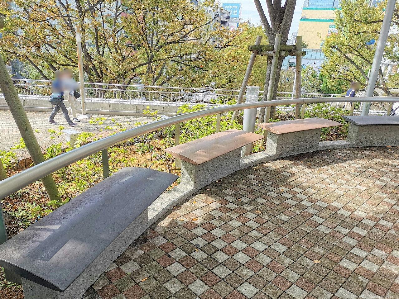 水道橋駅 東京ドームシティ ミーツポートガーデンの休憩場所1