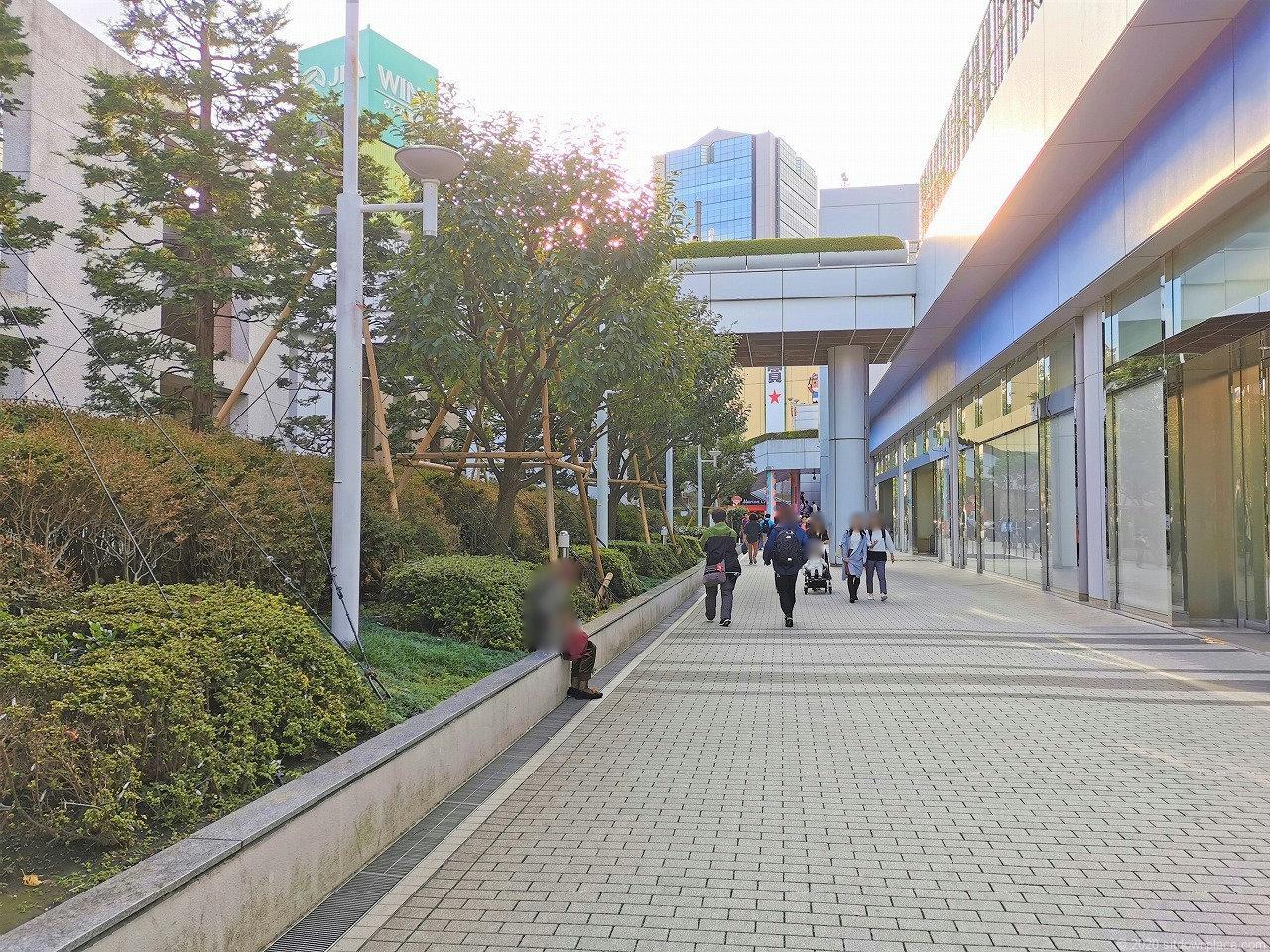 水道橋駅 東京ドームシティ プリズムホール前の休憩場所