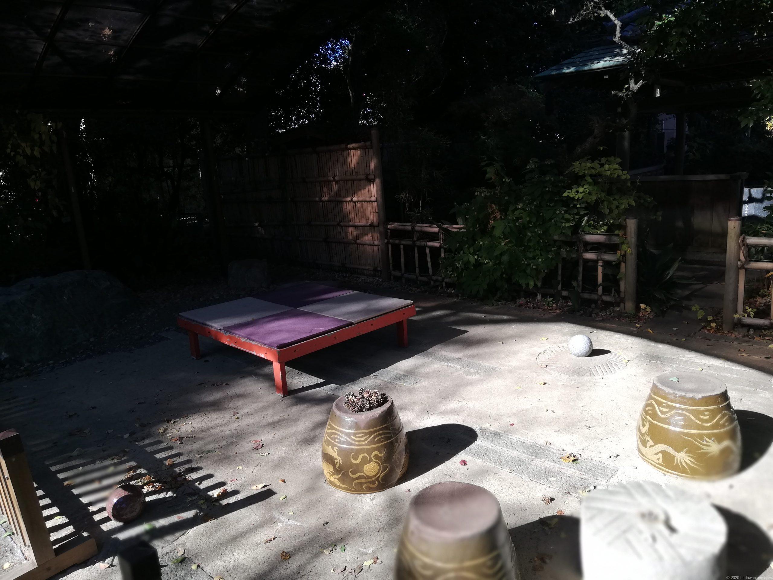 つつじヶ丘駅金龍寺のベンチ