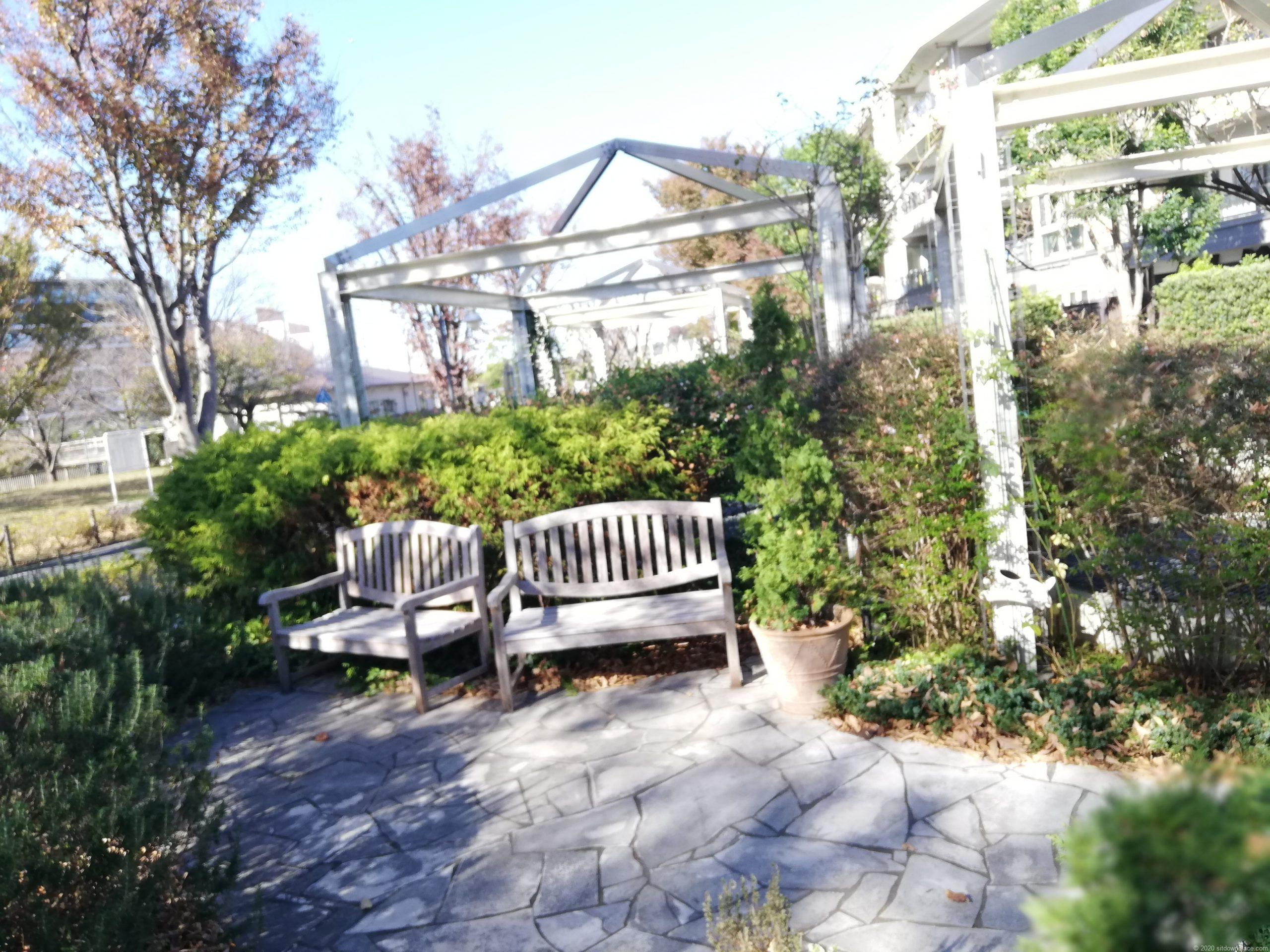 野川緑地広場の休憩場所2
