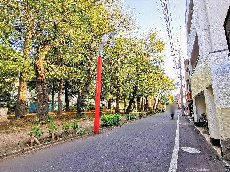 祖師ヶ谷大蔵駅ふれあい遊歩道バス停付近の外観