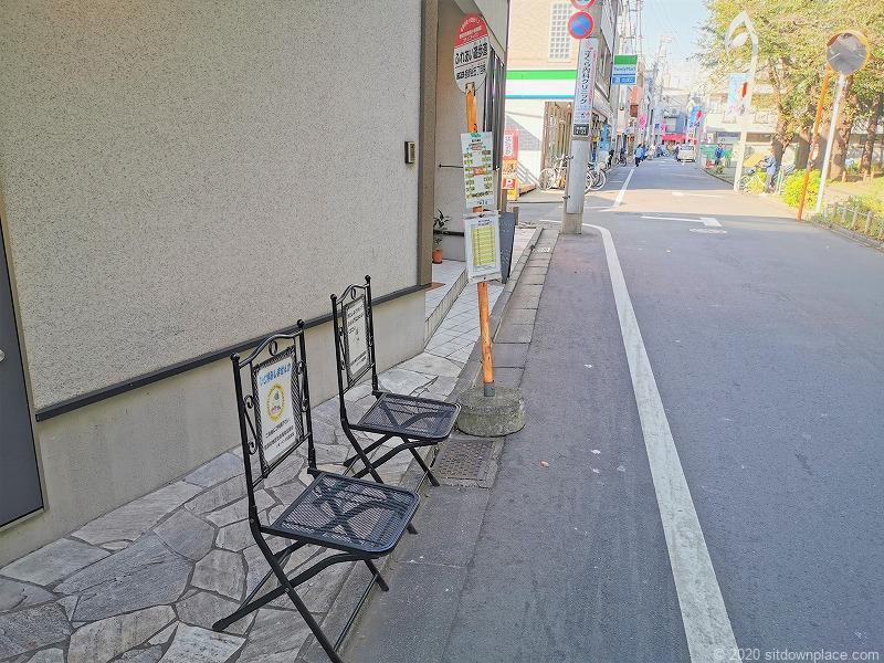祖師ヶ谷大蔵駅ふれあい遊歩道バス停付近の休憩場所