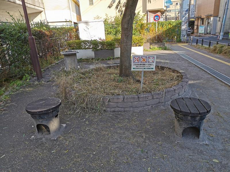 豪徳寺駅 宮坂ねむの木公園のスツール
