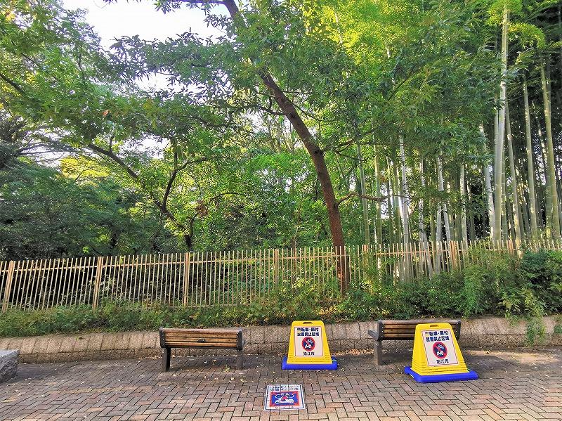 狛江駅 北口ふれあい側道の休憩場所