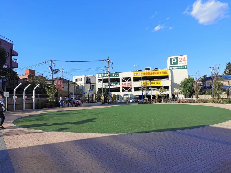 狛江駅 メビウスえきまえ広場の全体2
