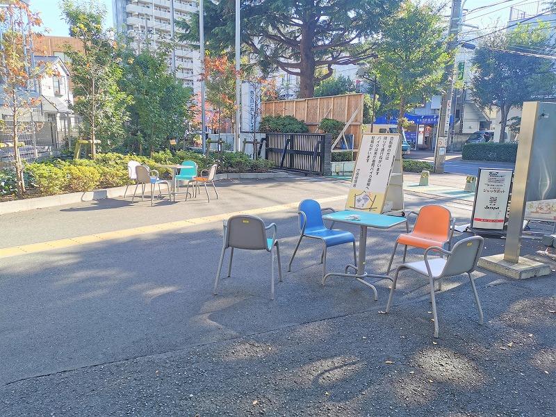 狛江駅市役所前の休憩場所