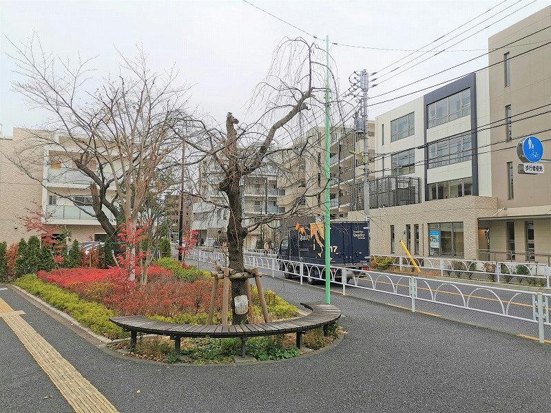 千歳船橋駅 南口タクシー乗り場付近の休憩場所外観